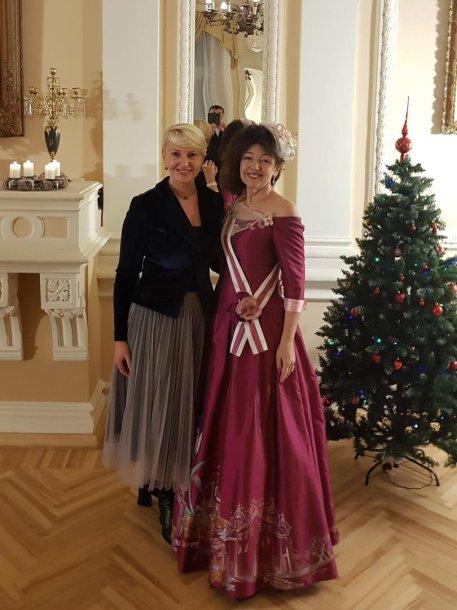 Koncertas Renavo dvaro sodyboje gruodžio 29 dieną. Nuotraukoje – Lina Rimkienė ir Judita Leitaitė